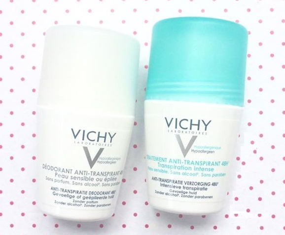 Lăn khử mùi Vichy chứa các thành phần hữu cơ kiểm soát lượng mồ hôi thừa của cơ thể